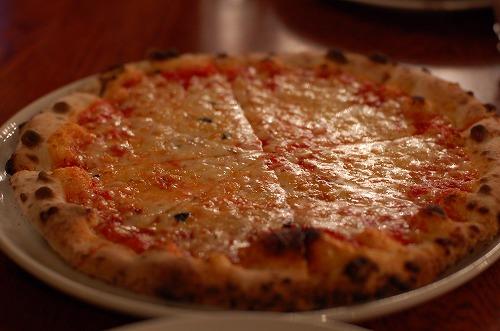 ラボエムのピザ(ノ≧▽≦)ノ