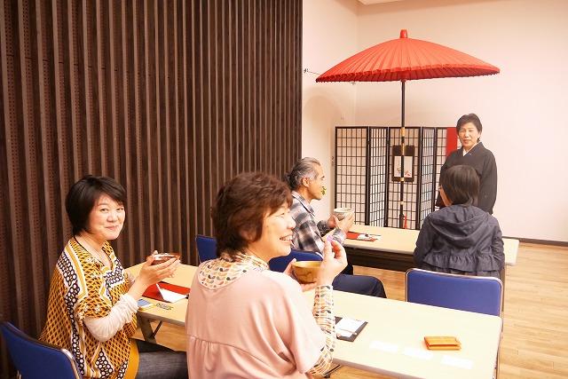 お茶を楽しむと、みんなこのような笑顔に^^