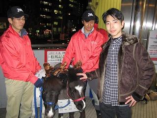 水道橋JRA前にて「馬がトナカイにさせられている図」(笑)(^^